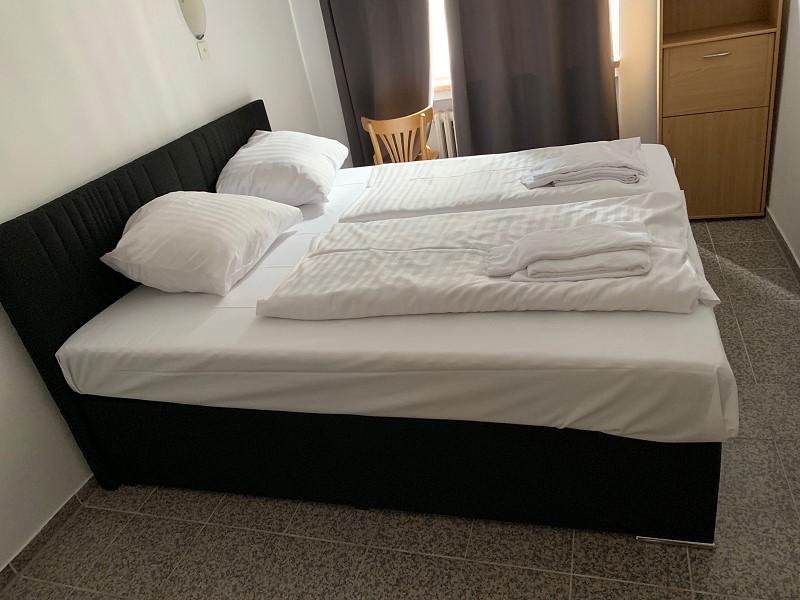 Hotel zimmer hamburg bernachten im zentralem hotel for Hamburg hotel innenstadt